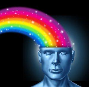 ein Regenbogen strömt ins Gehirn als Symbol für das Unerwartete beim BrainWalk