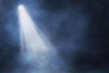 Scheinwerfer auf unheimlichem Nebel, Positivität nicht in Sicht