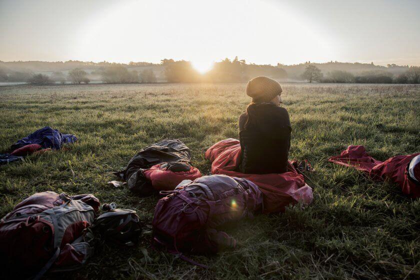 Sonnenaufgang am Zeltplatz als Titelbild des Magazin Anderswo