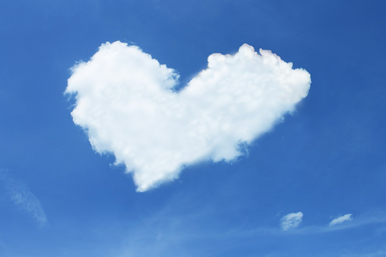 Wolke in Herzform als Zeichen für Dankbarkeit